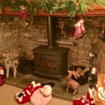 @StovaxGazco I love this time of year, love my fireplace it's so cosy  #FestiveFireside.