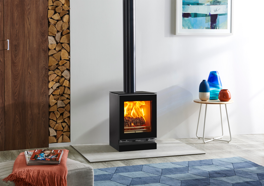 The sleek looks of the Vision Small encapsulate the defining characteristics of this range of ultra-contemporary stoves. Featuring a stunning black glass d